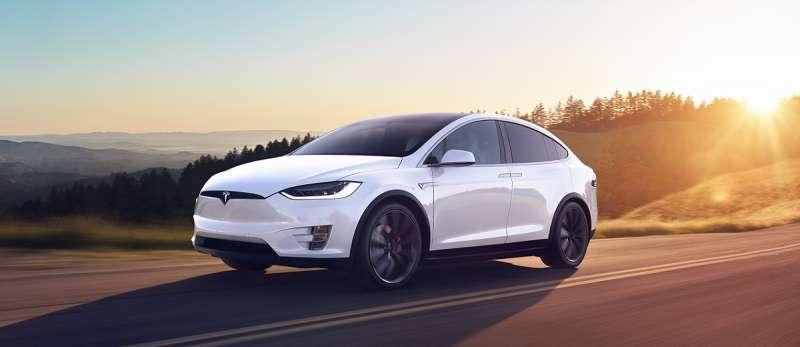 Tesla 今天於 BellaVita 宣佈萬眾期待的 Model X 已於台灣正式發表。(圖/Tesla提供)