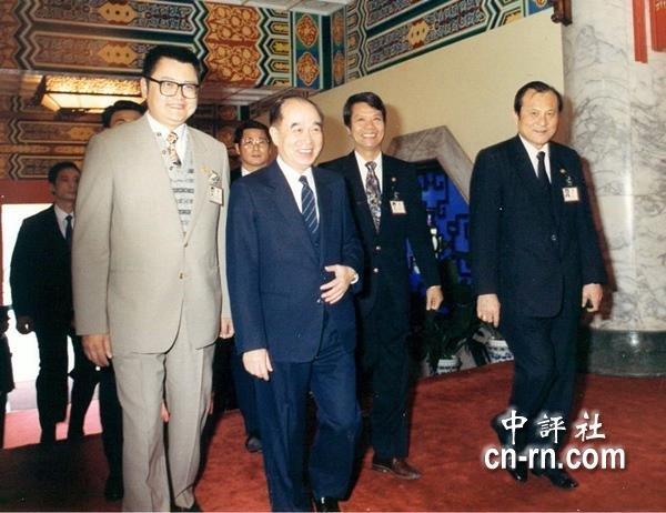 前副總統李元簇是最後一位由國大代表選出的副總統,當時國民大會副祕書長陳川還陪同李元簇到國民大會拉票。(中評社).JPG
