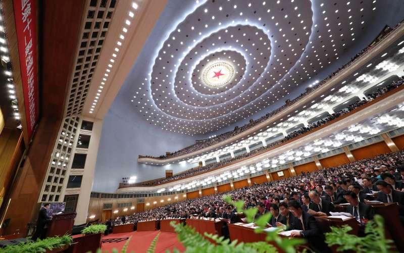 中國兩會,第十二屆全國人民代表大會第五次會議3月5日在北京人民大會堂開幕。國務院總理李克強作政府工作報告。(新華社)
