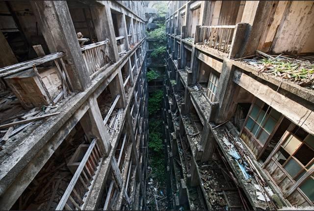曾有許多非法勞工的軍艦島。(圖/ Iloé C. PARDO @flickr,Klook客路提供)