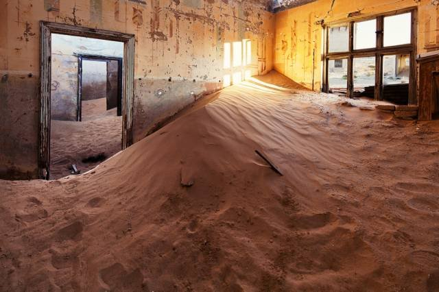 世界上唯一紅色沙漠的納米比。(圖/Michael Walker-Toye @flickr,Klook客路提供)