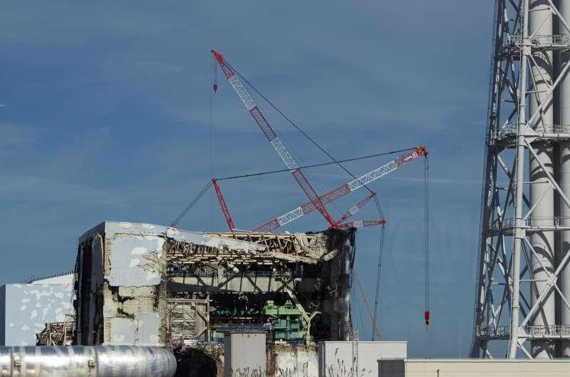 2011年11月12日的資料照,福島核電廠第四反應爐當時的外觀。(美聯社)