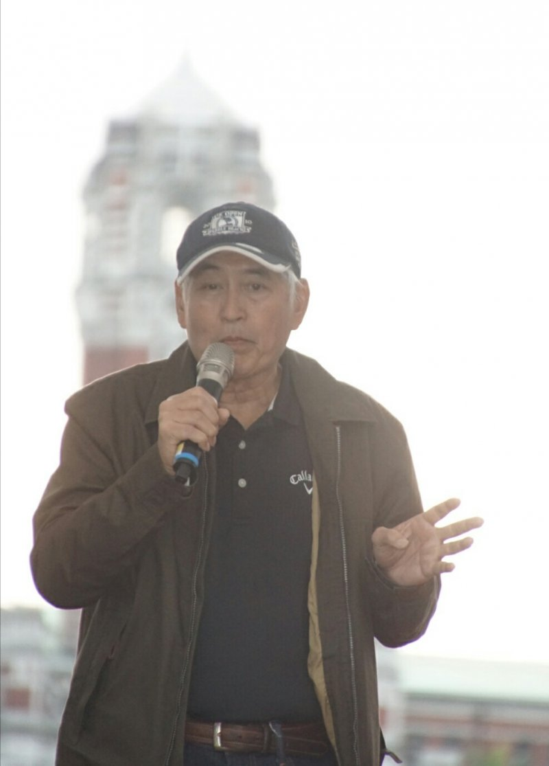 20170311-反核大遊行,導演柯一正發表演說。(盧逸峰攝)