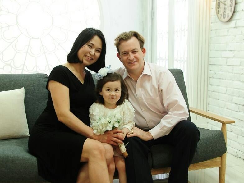 南韓釜山大學(Pusan National University)美籍教授凱力(Robert E. Kelly)和妻子、大女兒(Facebook)