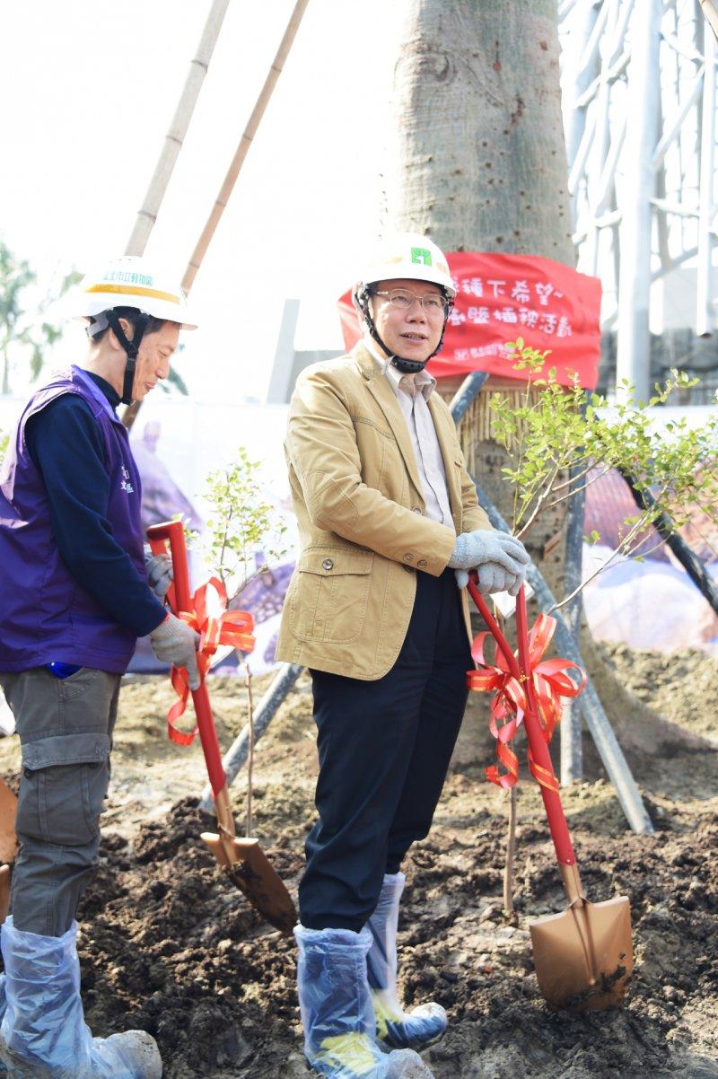 台北市長柯文哲3月12日植樹節參加植樹暨插秧活動(北市府)
