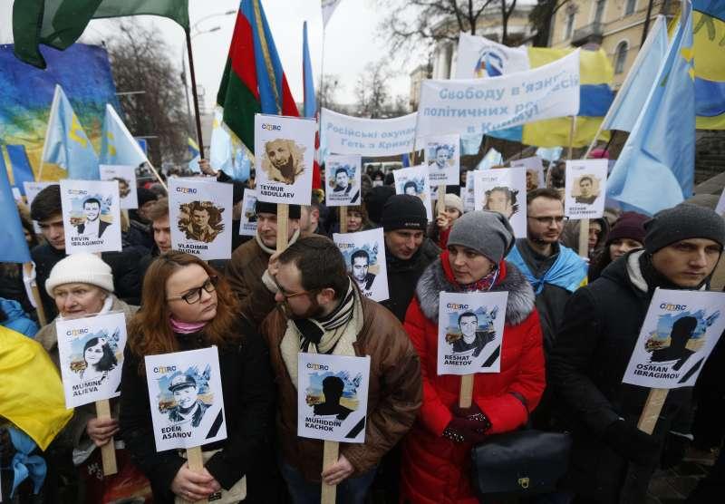 俄羅斯併吞克里米亞3周年,烏克蘭民眾與克里米亞韃靼人走上街頭示威(AP)
