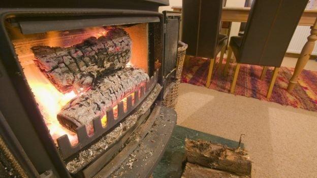 燃燒木頭的爐子也會釋放有毒粉塵(圖/SPL)