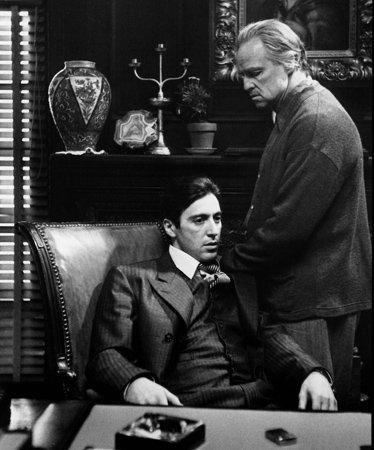 馬龍白蘭度(右)與艾爾帕西諾(左)。(取自IMDb)