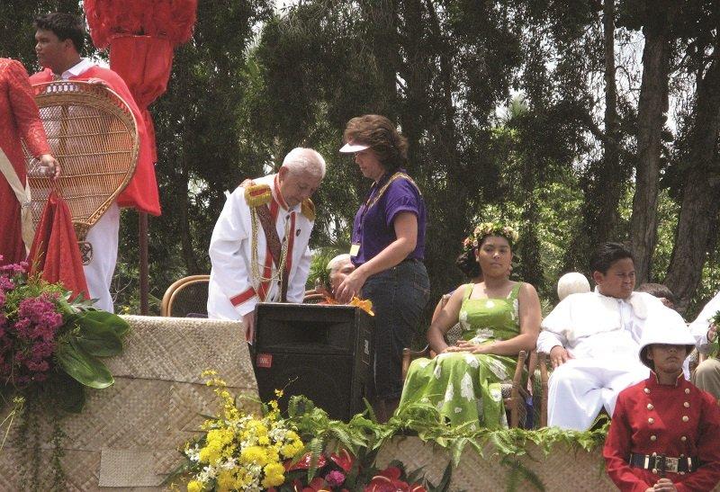 卡美哈美哈國王慶典,原王室的家族也在遊行的典禮上亮相。(夏威夷中國日報提供)