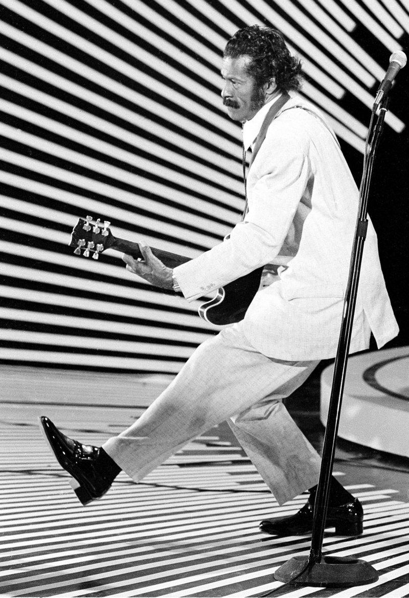 查克貝里的招牌姿勢「鴨子步」。(美聯社)