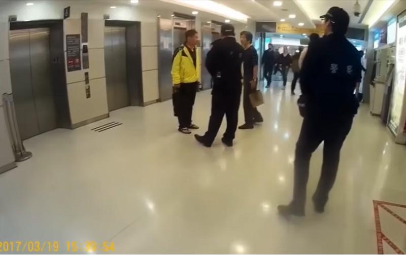 客委會主委李永得臉書點文之後,台北市警方公布六分鐘錄影。(警方影片截圖)