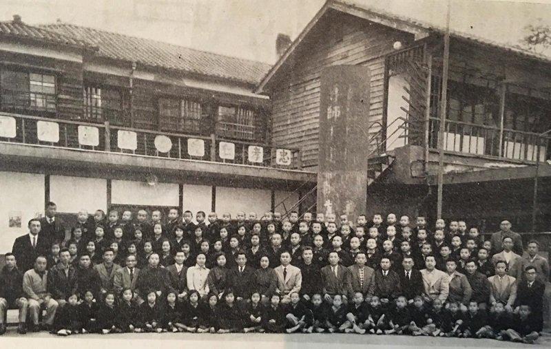 復興劇校早期師生合影(國立台灣戲曲學院提供)