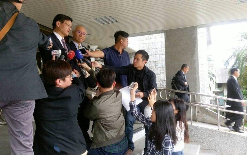 中研院前院長翁啟惠於浩鼎案開庭結束後接受媒體採訪。(來源:法操司想傳媒)