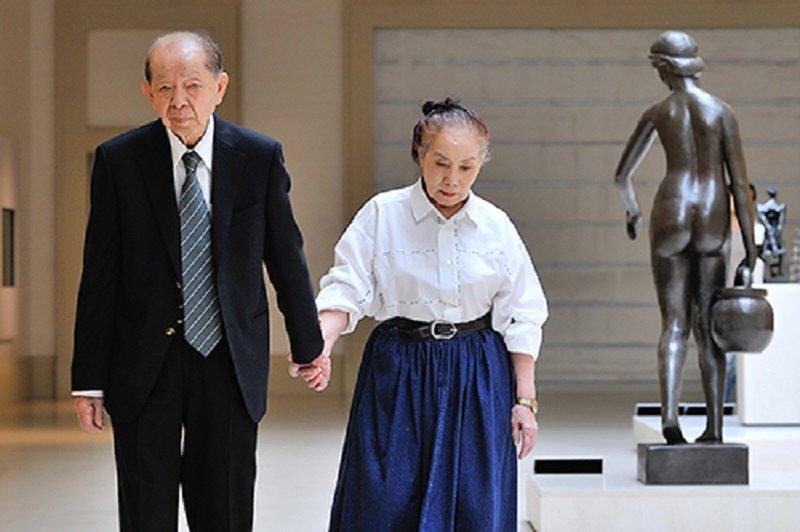 許文龍夫婦於博物館散步。(奇美博物館-董德明攝影提供)