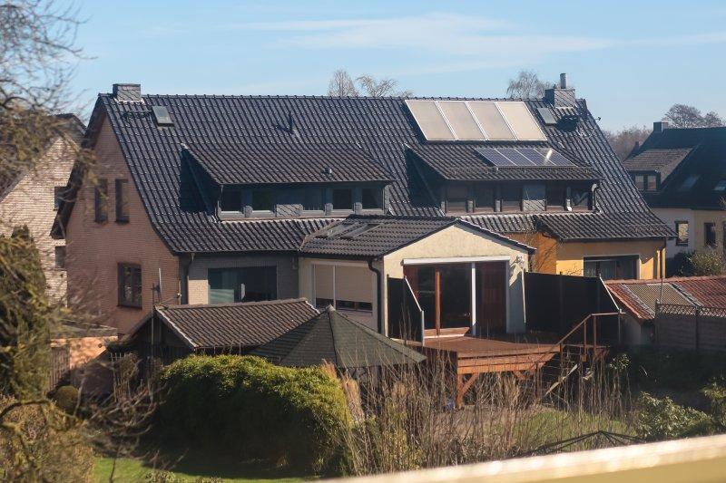 20170322-德國綠能專題,德國不萊梅bremen,不萊梅周邊附近民宅屋頂上的太陽能板。(顏麟宇攝)