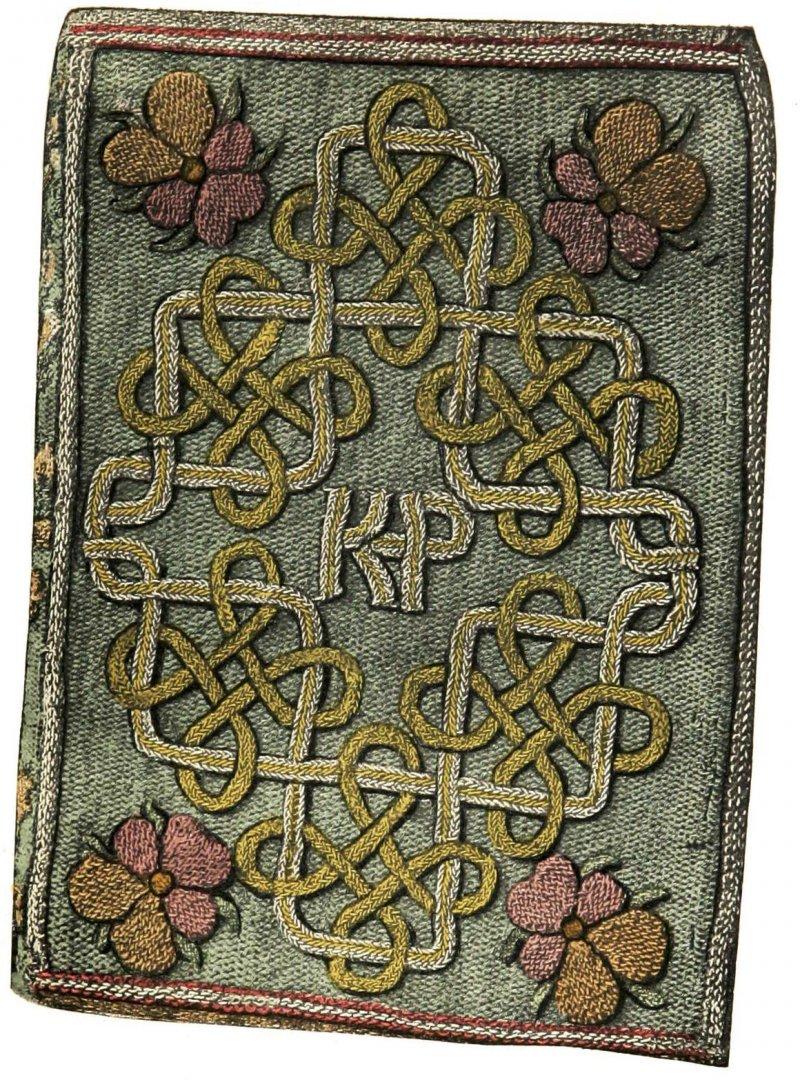 伊莉莎白1544年送給繼母凱薩琳.帕爾(Katherine Parr)的禮物,代表「Katherine Parr」字母組合KP的刺繡封面被認為出自伊莉莎白之手(Wikipedia/Public Domain)