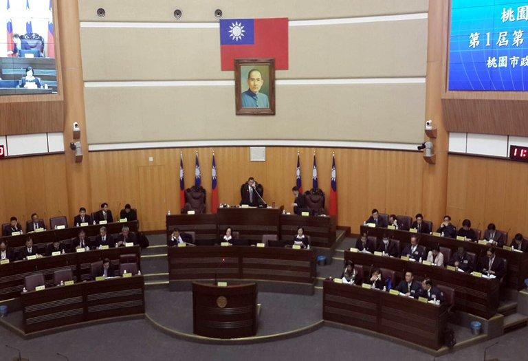 桃園市議會召開第一屆第十五次臨時會,由副議長李曉鐘主持。(圖/范文濱攝)