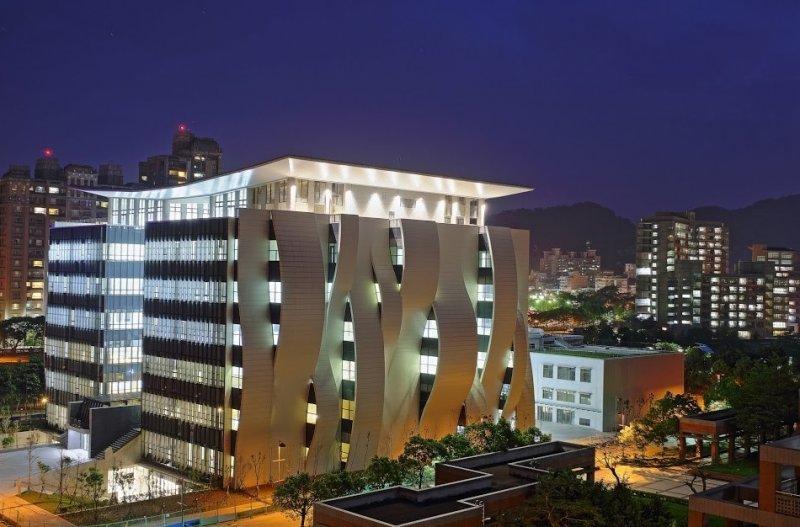 台北大學圖書館。(圖/台北大學官網)