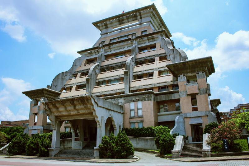 馬雅古文明建築風格的行政大樓。(圖/flickr)