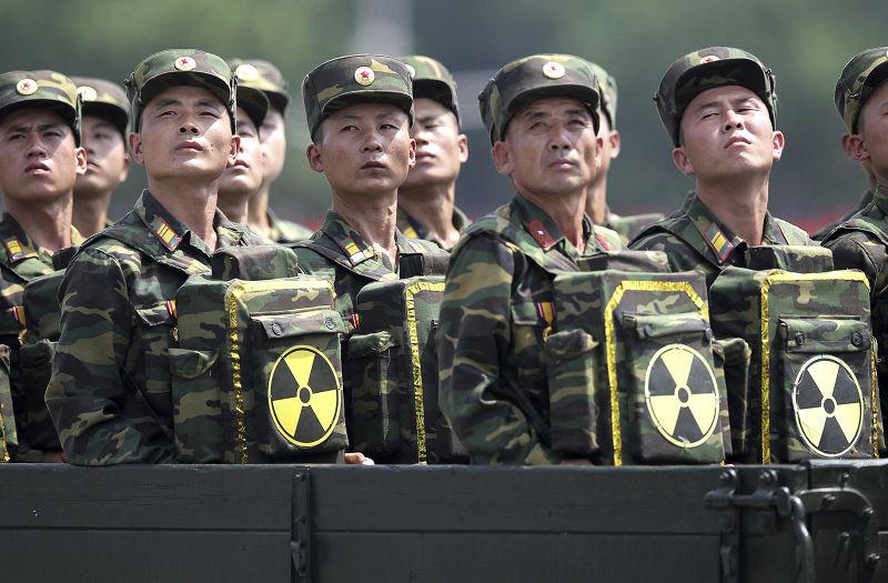 北韓部隊在平壤接受校閱(AP)