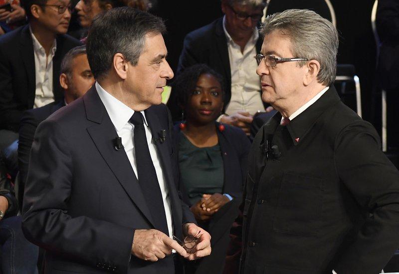 極左派梅蘭雄(右)若能打敗費雍越居第三,法國總統勢必由「非主流」政治人物當選。(美聯社)