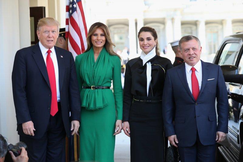 川普5日會面約旦國王(最右),痛批敘利亞政府暴行。(美聯社)