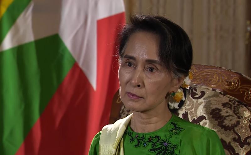 翁山蘇姬5日接受BBC專訪,否認緬甸對羅興亞人發起種族清洗。(圖/取自Youtube)