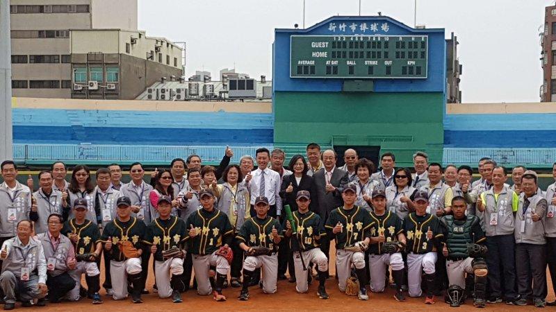 蔡英文總統期許新竹棒球場新建完成後,能帶動竹竹苗地區棒運更好的發展。(圖/方詠騰攝)