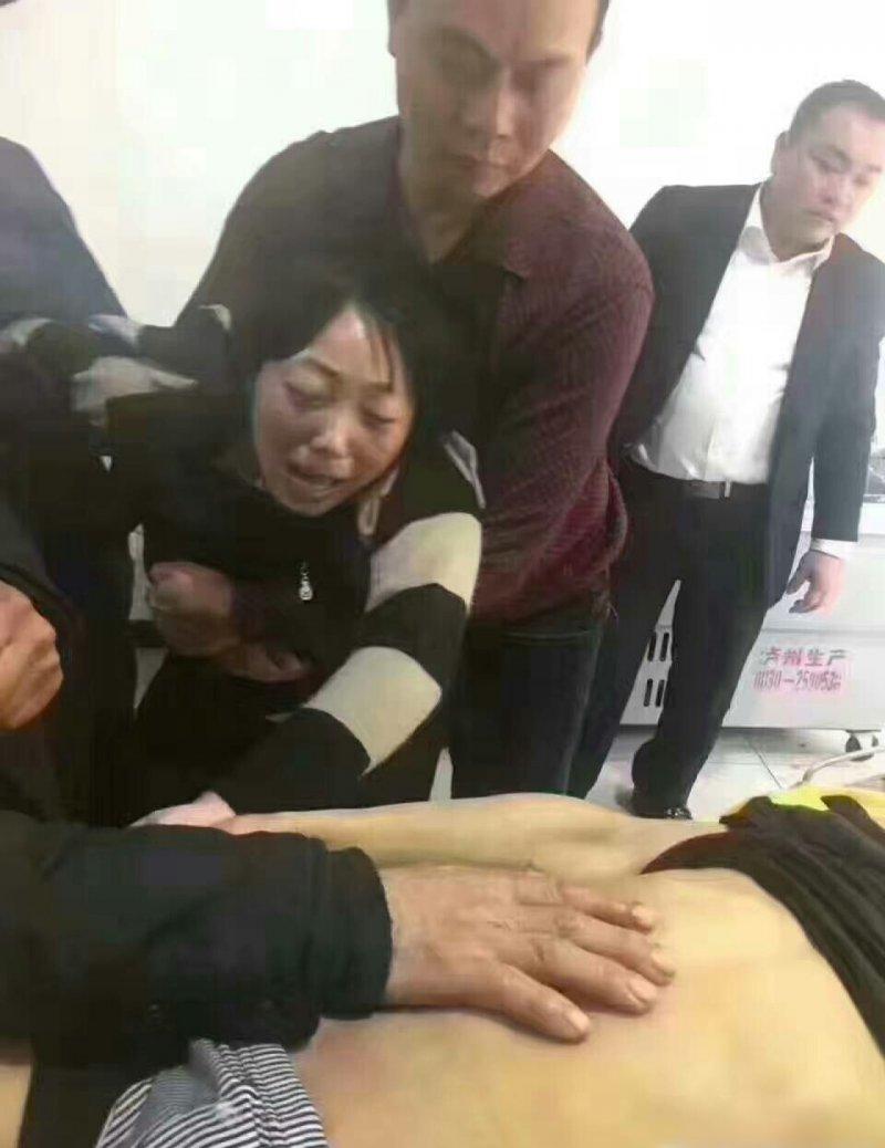 趙鑫疑遭霸凌致死,他的母親哭斷腸(翻攝網路)