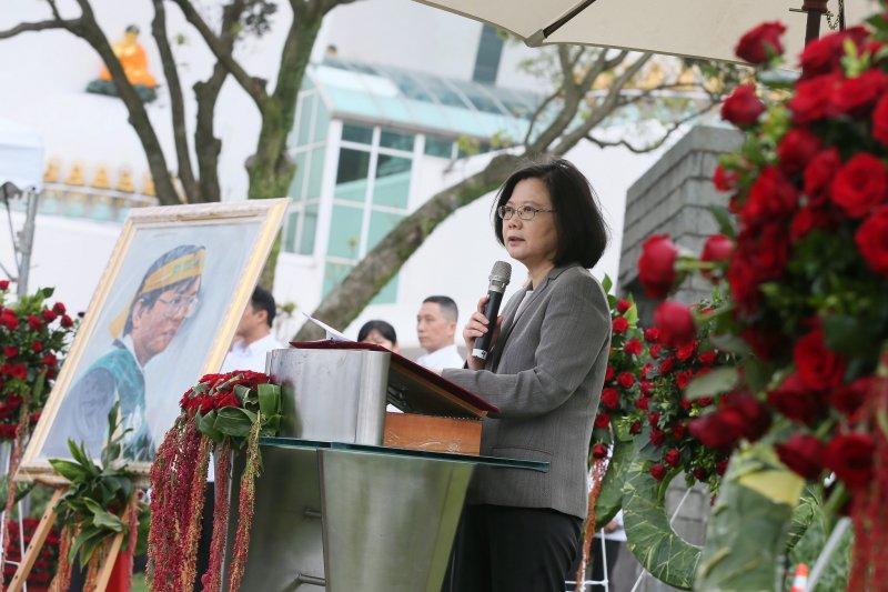 蔡英文總統今(7)日出席鄭南榕殉道紀念日表示,台灣人都ˋ是民主人、自由人,她會繼續為了2300萬自由人、民主人繼續奮鬥。(總統府提供)