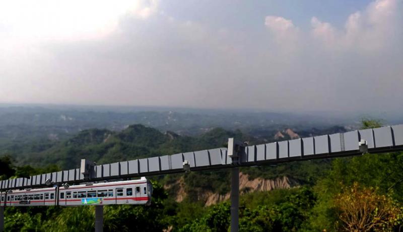 合成圖片取自GOOGLE地圖影像合成單軌電車行徑旗山內門風景。(王繼維提供)