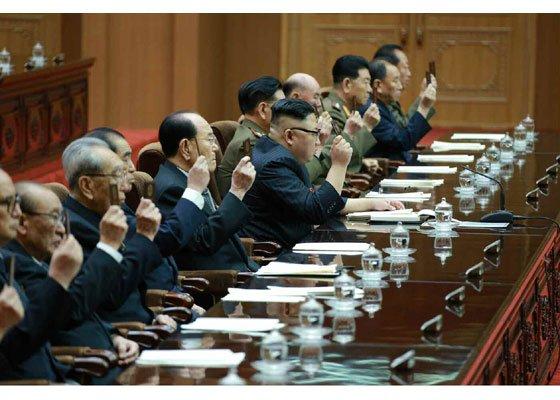 北韓第十三屆最高人民會議第五次會議11日在平壤召開,勞動黨委員長金正恩親自主持。(朝中社)