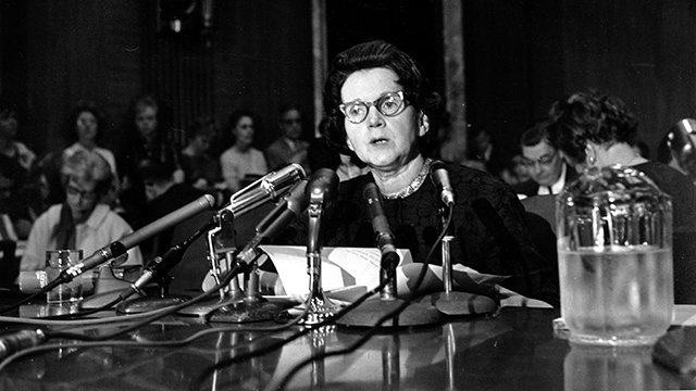 1963年6月,瑞秋.卡森在國會作證(美聯社)