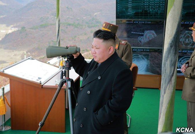 北韓最高領導人金正恩4月1日指導「朝鮮人民軍坦克兵大賽」(KCNA)