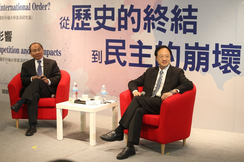 長風基金會邀請史丹佛大學資深研究員法蘭西.福山(Francis Fukuyama)以「自由主義國際秩序的崩解」為題 演講,並與前行政院長江宜樺對談。(中央社提供)