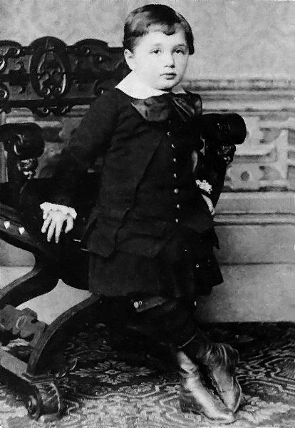 1882年,3歲的愛因斯坦。(wikipedia/public domain)