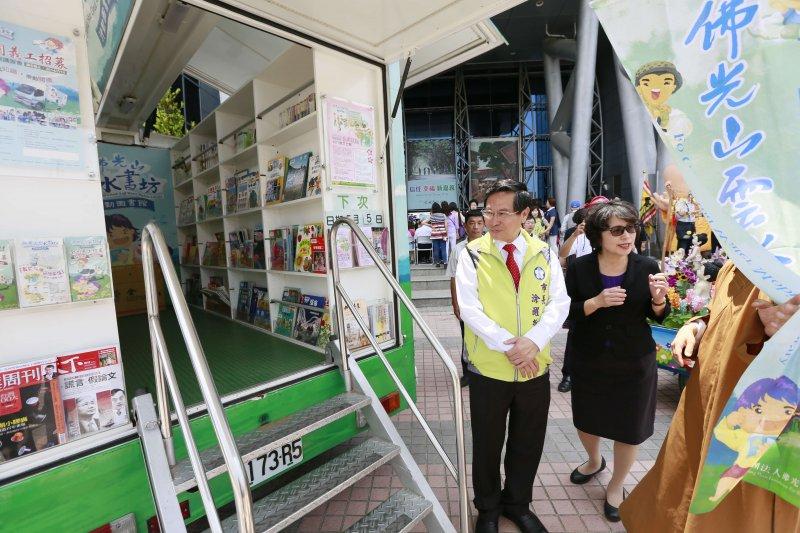 5部雲水書車-行動圖書館歡迎閱謮,鼓勵民眾發願茹素1個月。(圖/嘉義市政府提供)