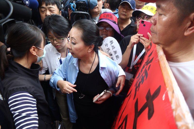 2017-04-19-反年金改革軍公教團體包圍立法院抗議-張花冠02-曾原信攝.