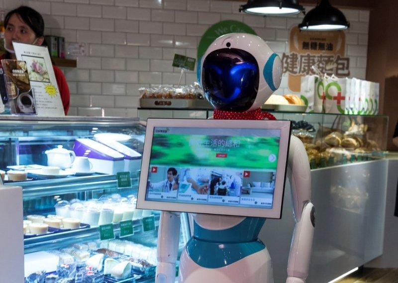 短時間就能辨識客人面孔、提供專屬服務的 Alice,已經被實際運用在店鋪中了。(圖/風傳媒)