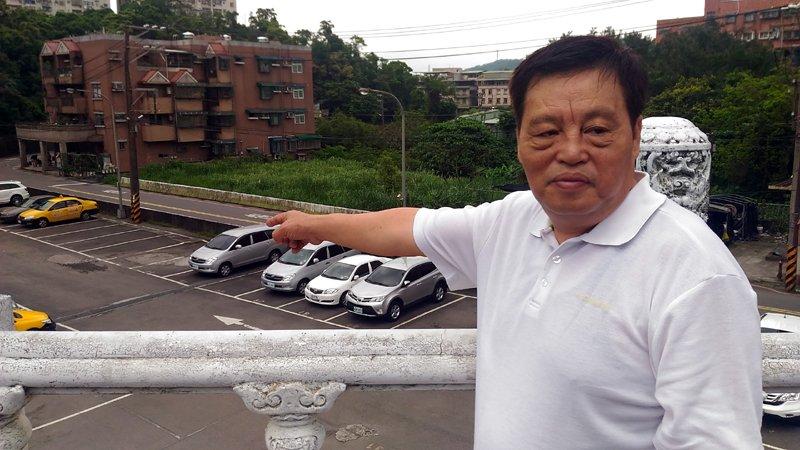 議員為附近社區住戶請命,希望建立體停車場。(圖/張毅攝)