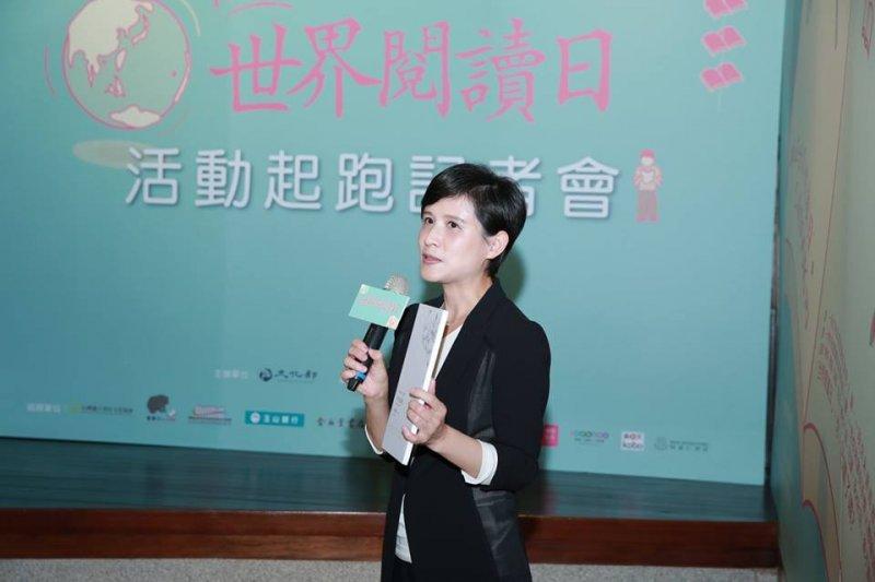 文化部長鄭麗君推薦吳明益的《單車失竊記》。(取自我在世界閱讀日,已讀book回臉書)