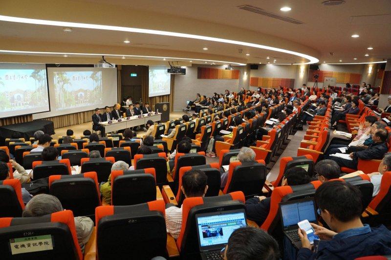 20170423-台灣大學臨時校務會議。(盧逸峰攝)