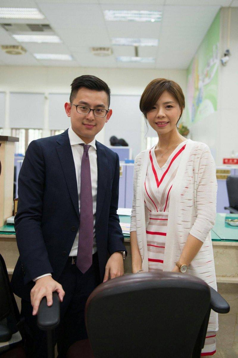 立委洪慈庸與台中市新聞局局長卓冠廷24日宣布結婚。(洪慈庸辦公室提供)