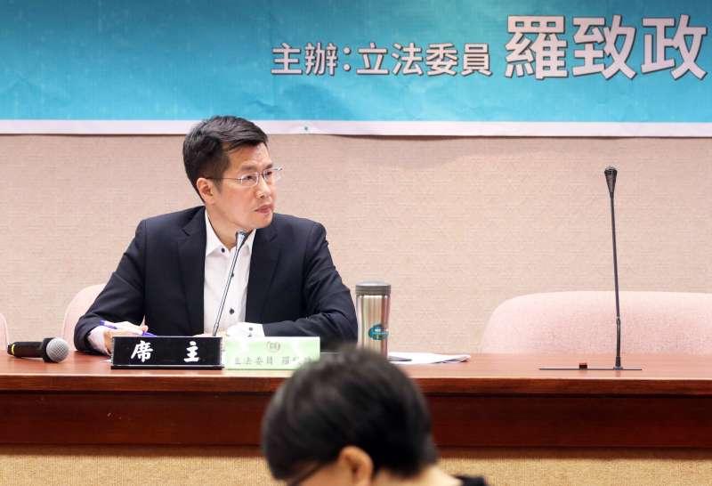 20170425-民進黨委員羅致政下午召開「國籍法公聽會」。(蘇仲泓攝)