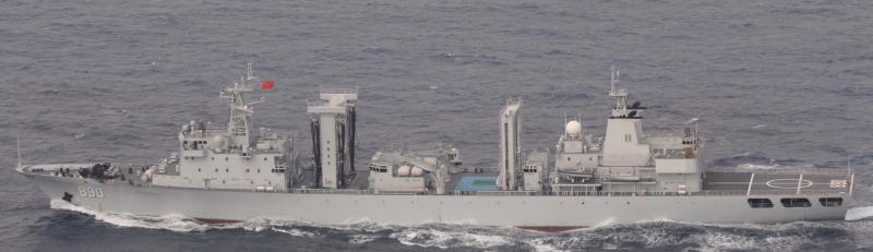 中國海軍巢湖號補給艦。(日本統合幕僚監部)