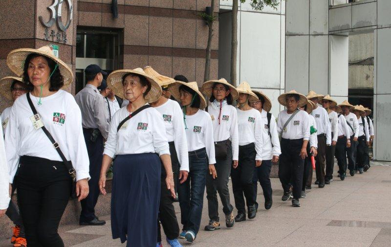 NGG推動修正《公投法》,民進黨前主席林義雄領導的「人民作主教育基金會」今起在開始,在民進黨中央前,展開16天的接力禁食行動。(陳明仁攝).JPG