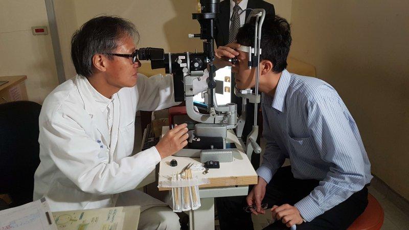 新竹馬偕醫院眼科主任蔡裕祺強調,糖尿病患眼底檢查應從被醫師診斷為糖尿病那刻起即開始追蹤。(圖/方詠騰攝)
