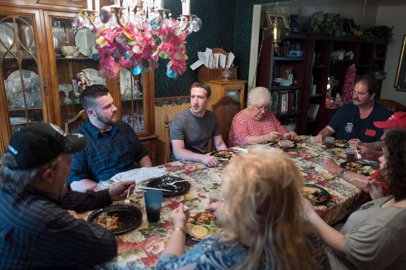 臉書創辦人祖克柏計畫在今年造訪美國50州,外界猜測他可能想要角逐2020總統大選(翻攝臉書/Mark Zuckerberg)