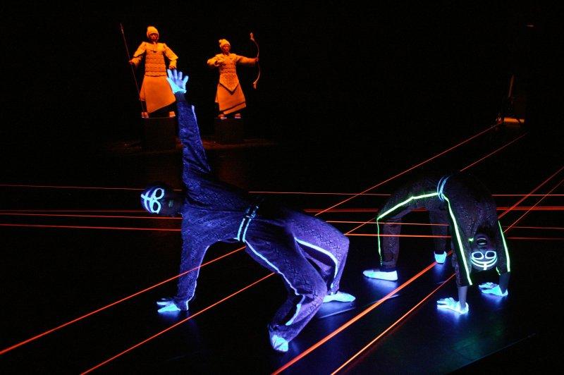 紙風車劇團最後一場演出即將在5月2日於澎湖縣七美鄉展開,圖為紙風車的魔法書-兵馬俑。(紙風車劇團提供)