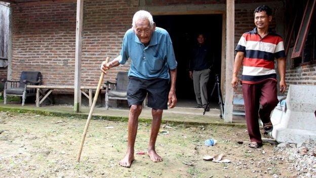 印尼老人戈多去年接受BBC訪問。(BBC中文網)